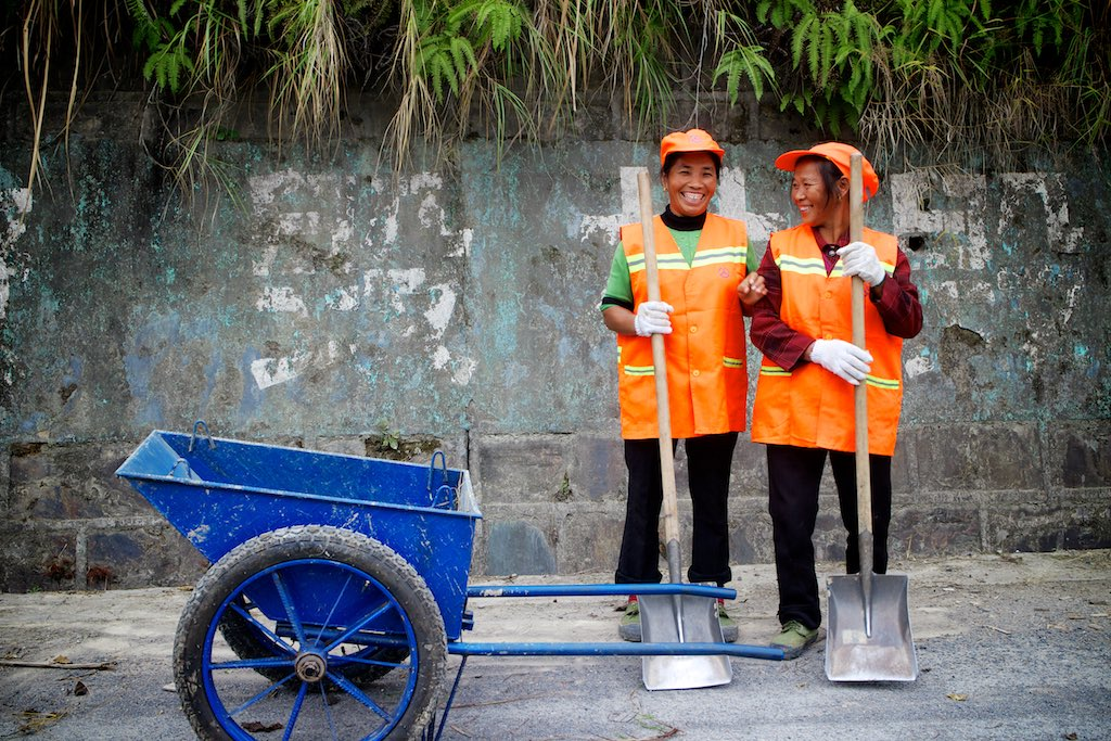Wegwerkers. Liwu, Guizhou Province, China